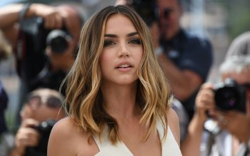 99 Ana De Armas Hd Wallpapers Background Images Wallpaper Abyss