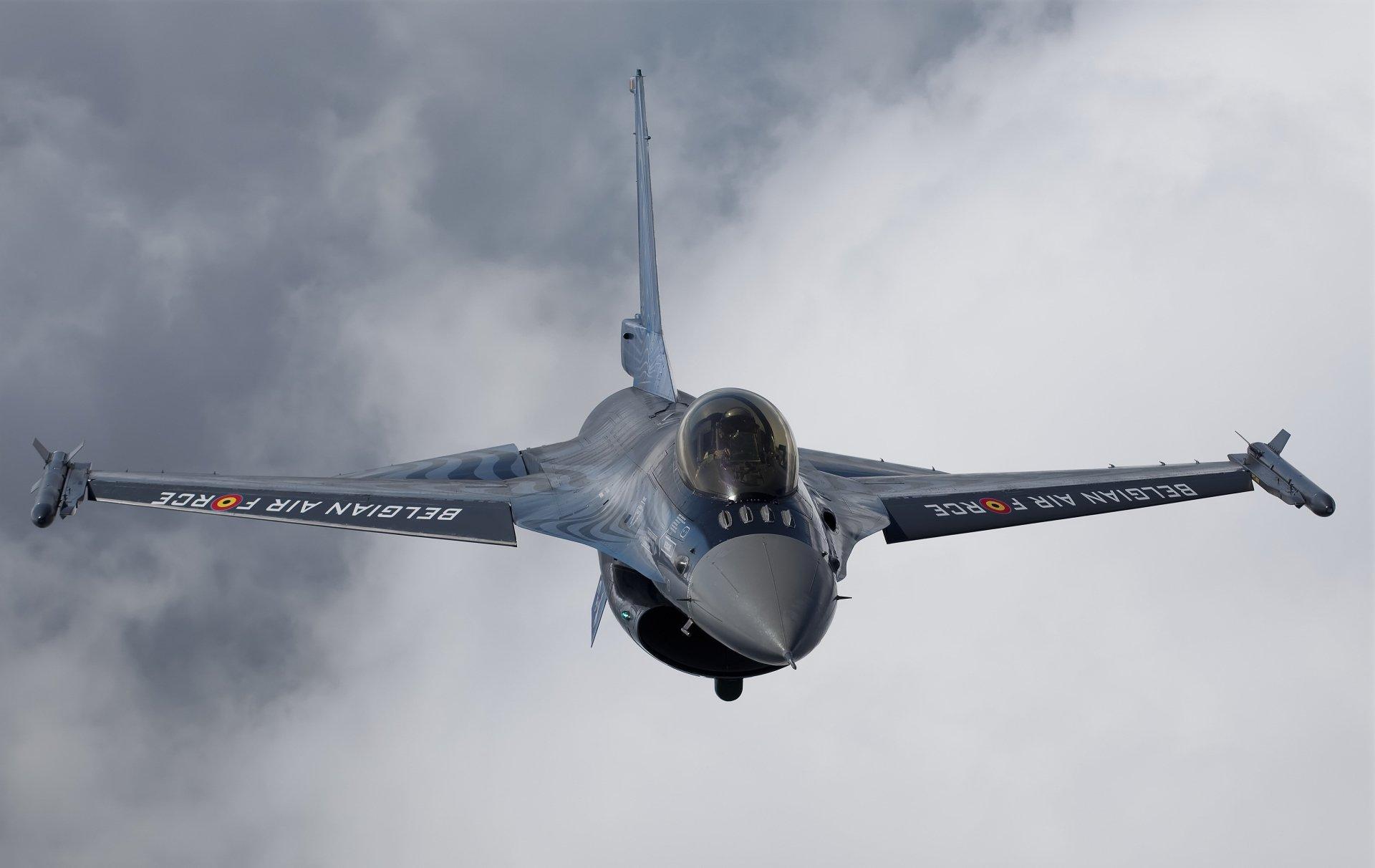 Militare - General Dynamics F-16 Fighting Falcon  Sfondo
