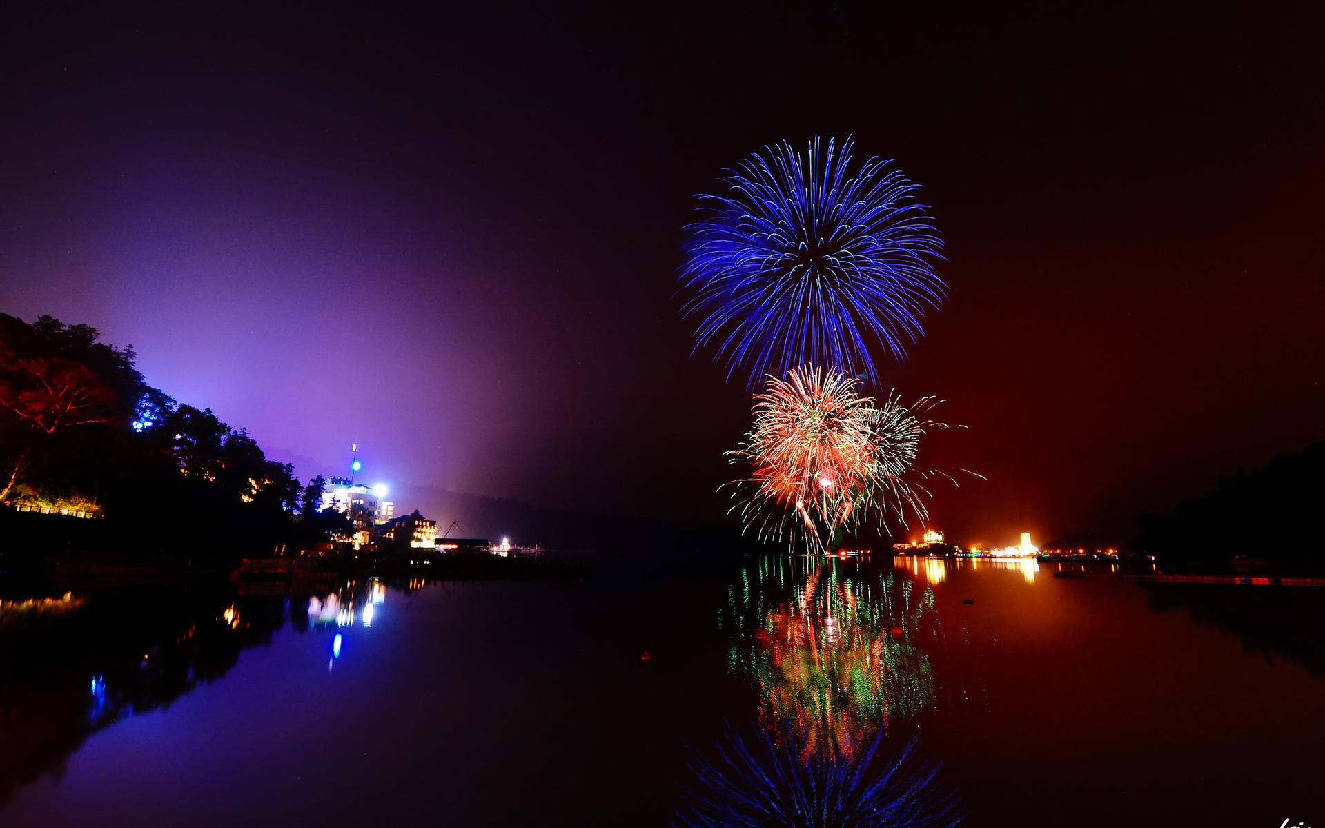 Fireworks Wallpaper Free: Fireworks HD Wallpaper