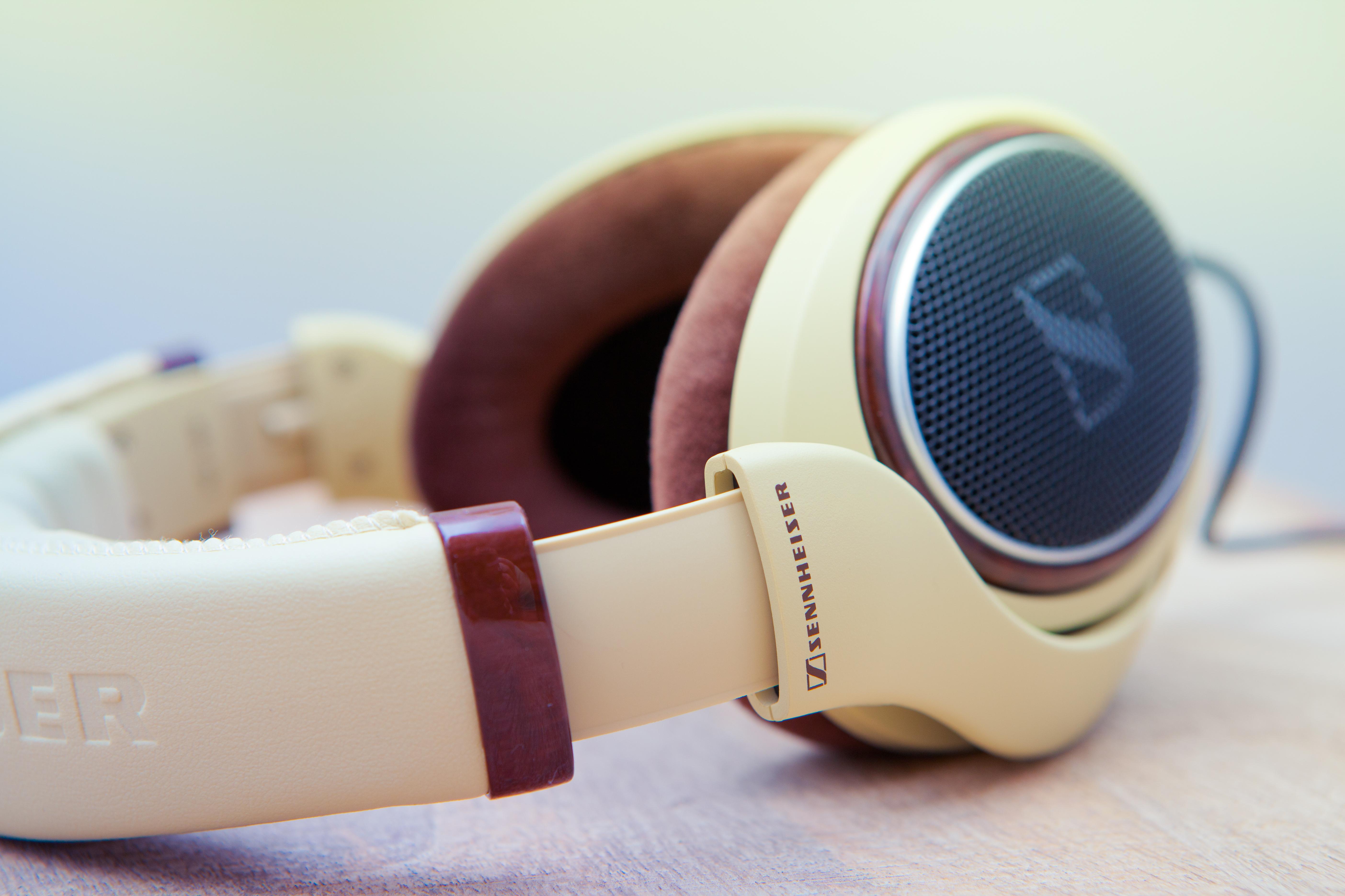 6 4K Ultra HD Headphones Wallpapers