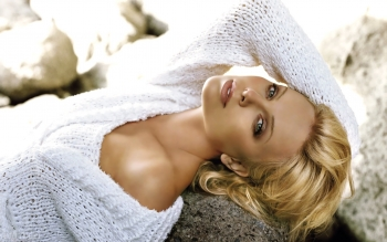 Celebrity - Charlize Theron Wallpapers and Backgrounds ID : 327241