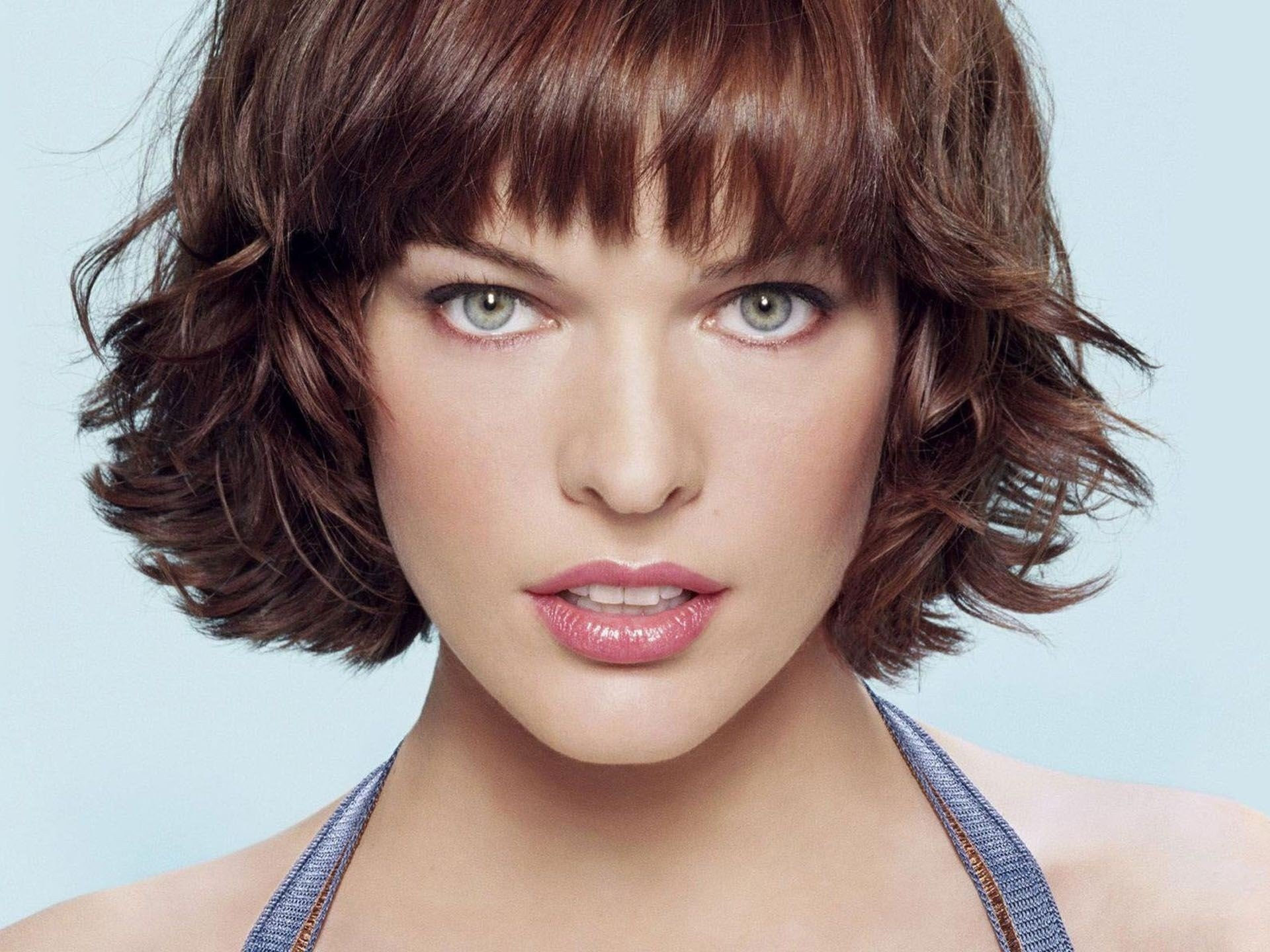 Celebrity - Milla Jovovich  Wallpaper