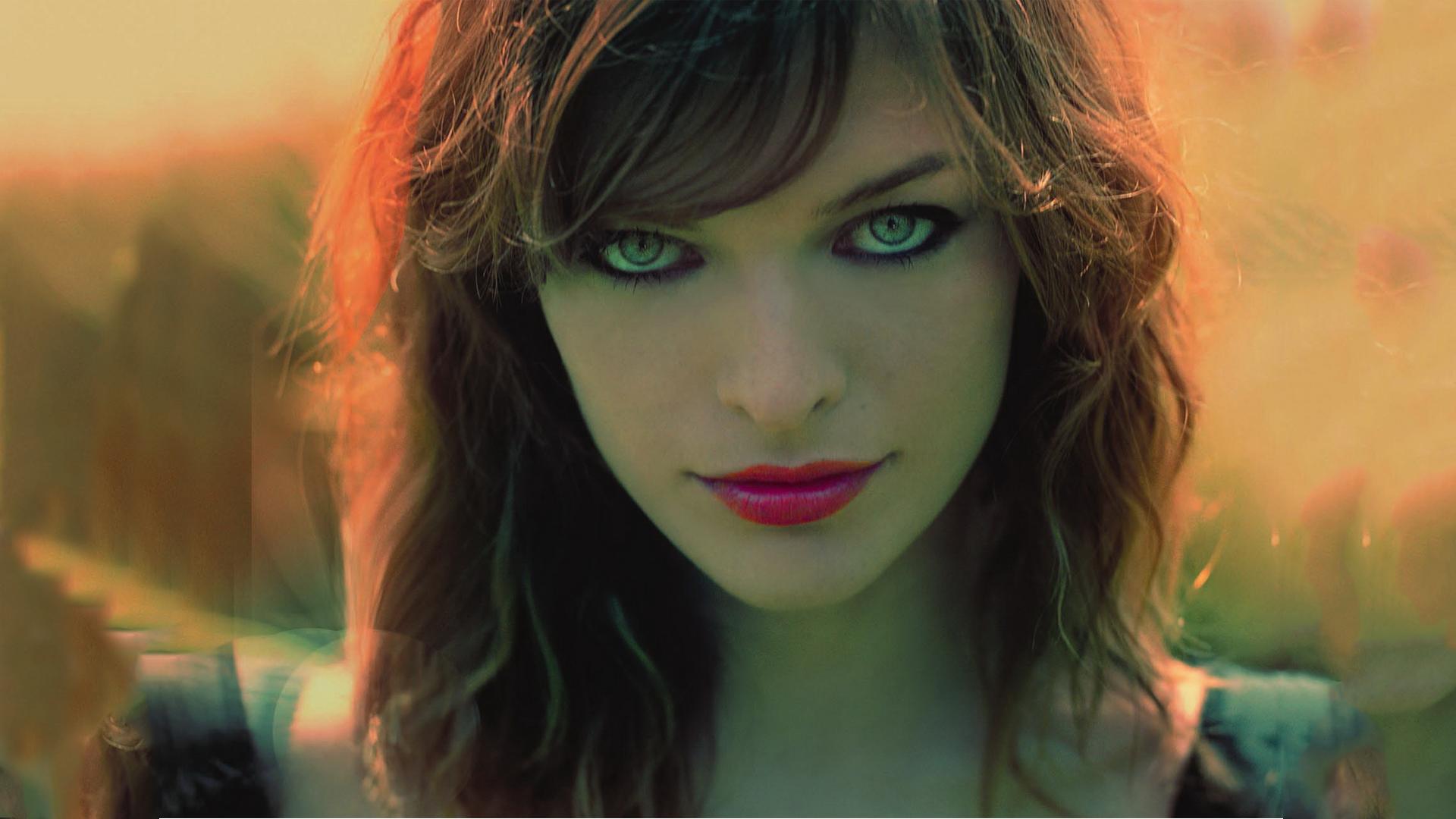 Celebrity - Milla Jovovich  Wallpaper