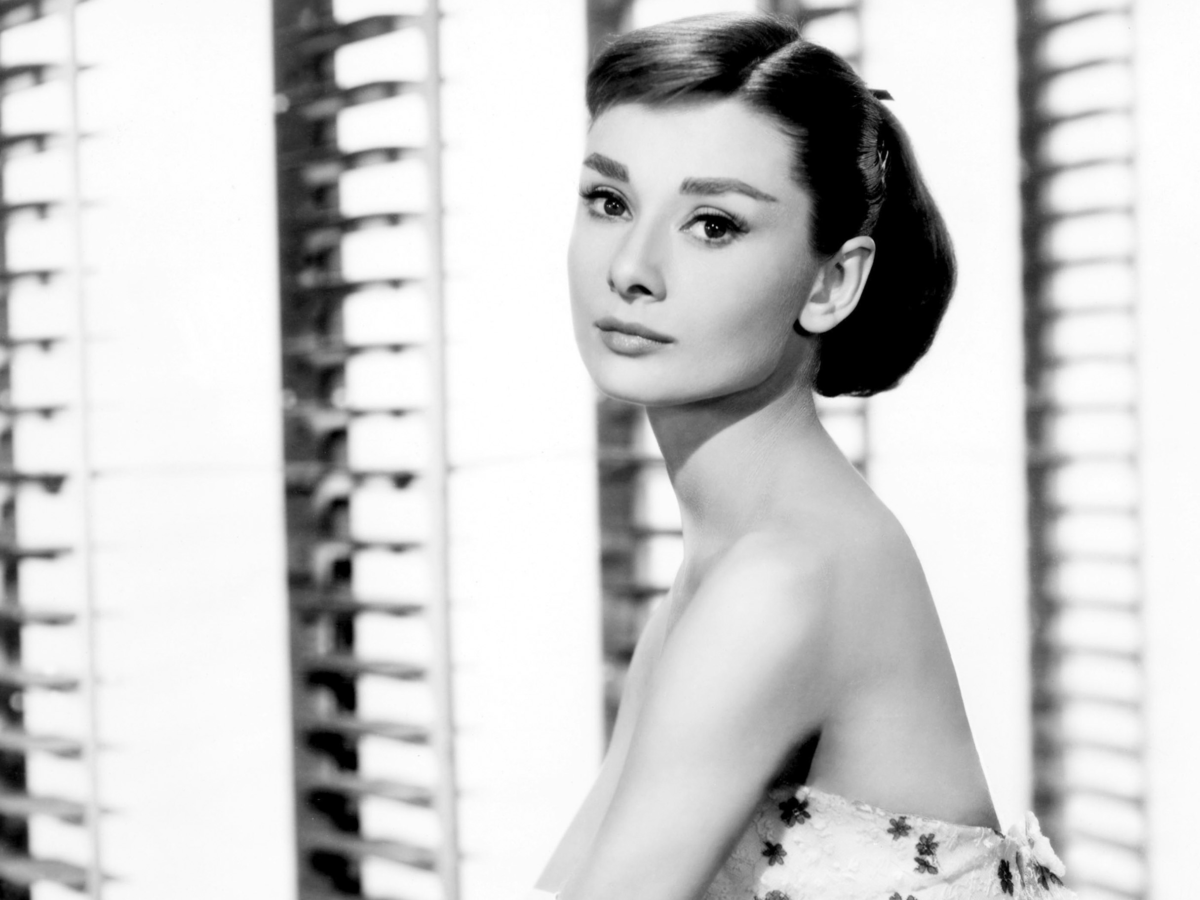 45 Audrey Hepburn Hd Wallpapers Background Images Wallpaper Abyss