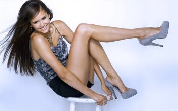 Berühmte Personen - Nina Dobrev Wallpapers and Backgrounds ID : 403959