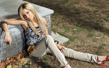 Celebrity - Ashley Tisdale Wallpapers and Backgrounds ID : 416224