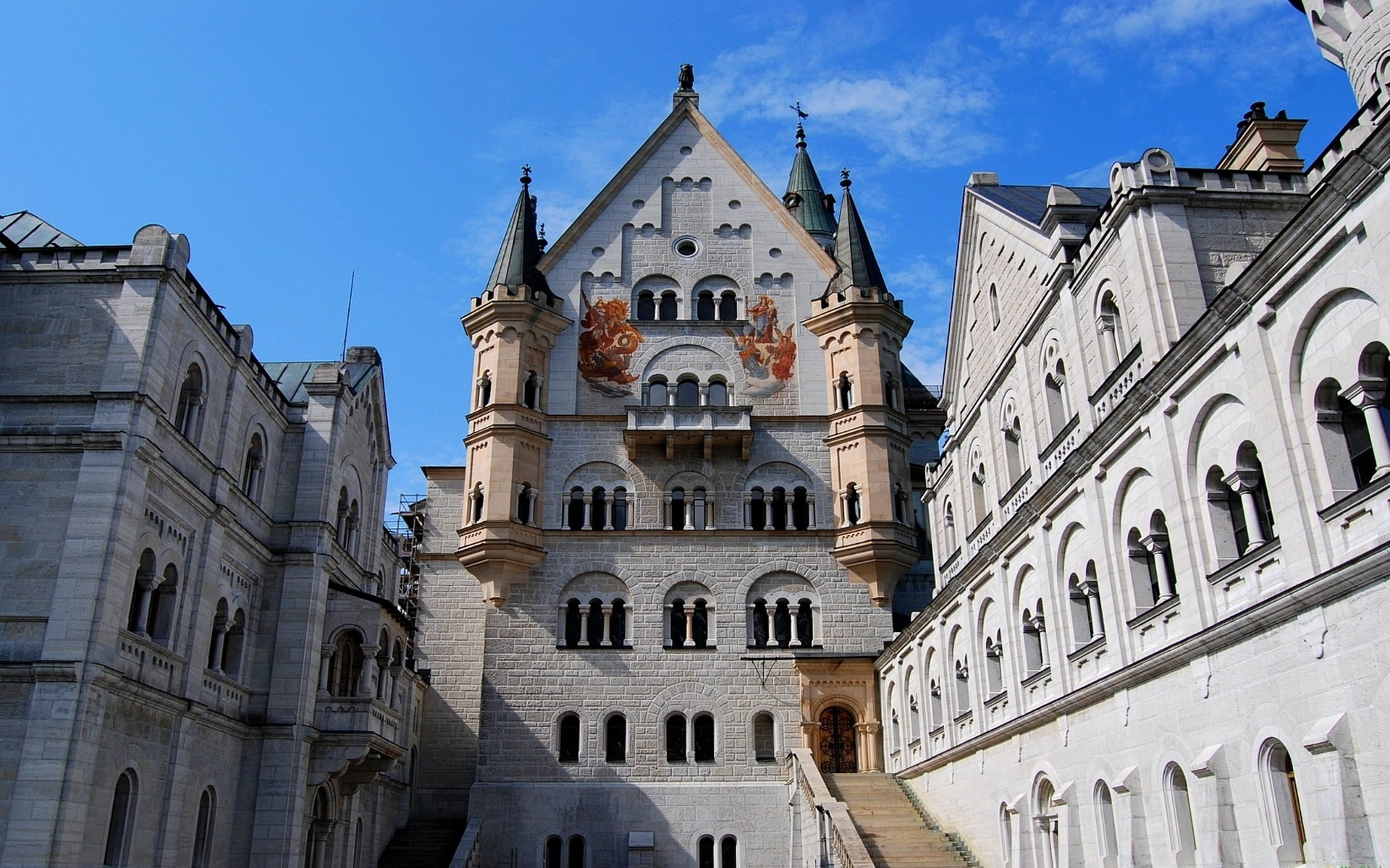Man Made - Neuschwanstein Castle  Wallpaper