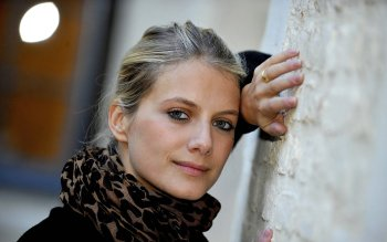 Celebrity - Melanie Laurent Wallpapers and Backgrounds ID : 489091