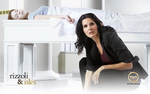 TV Show Rizzoli & Isles Angie Harmon Jane Rizzoli HD Wallpaper   Background Image