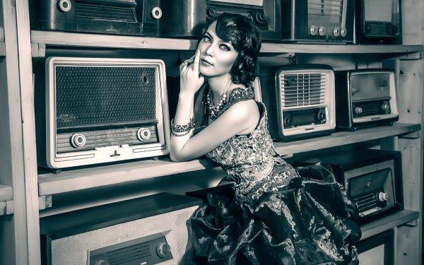 Women Vintage Radio HD Wallpaper | Background Image