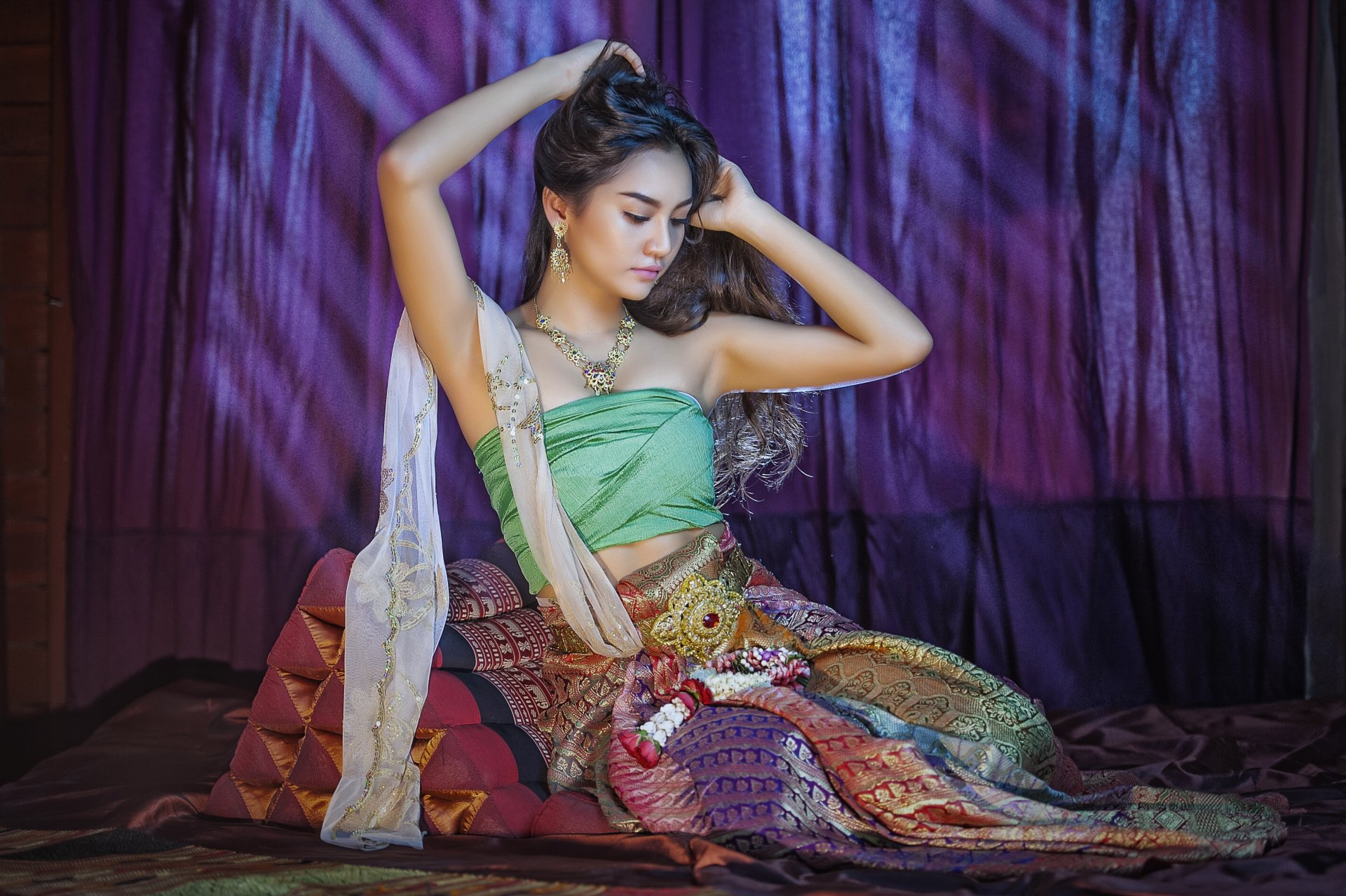 Amazing Thai Women And Thai Traditional Dress  Thai Fashion Thai Style