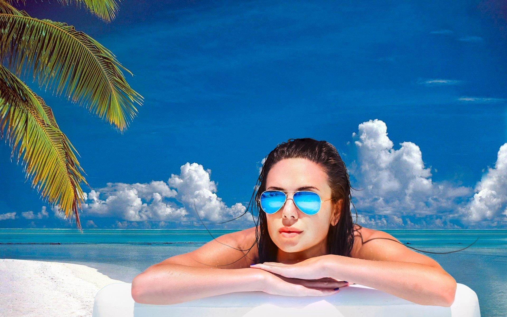 Women - Beautiful  Palm Tree Horizon Turquoise Tropical Sunny Blue Sunglasses Anya Slavalee Wallpaper
