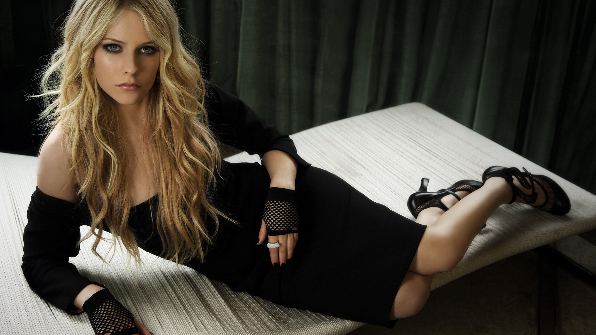 Avril Lavigne Hd Wallpaper Background Image 1920x1080 Id