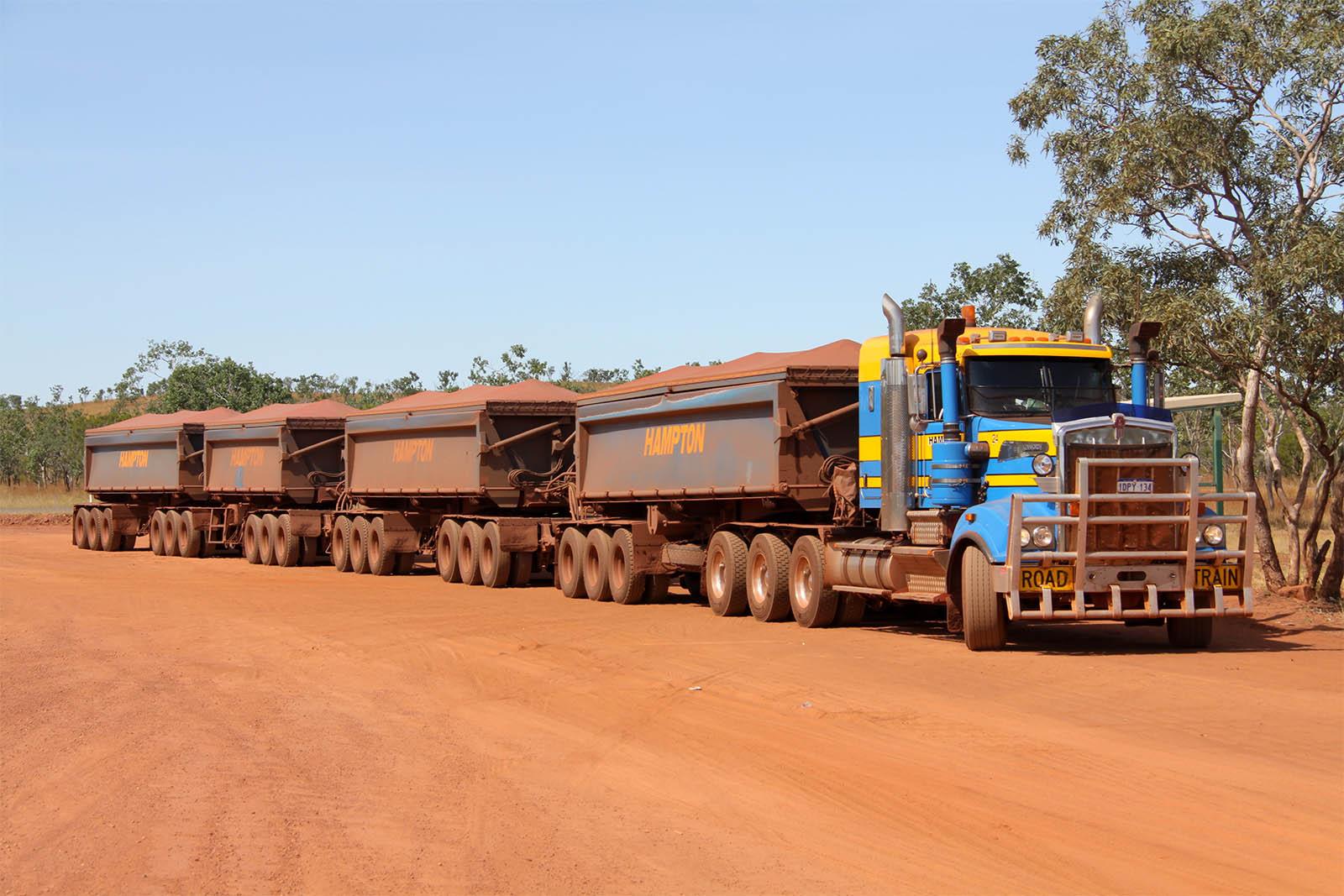 Road Train In Australia Wallpaper And Hintergrund