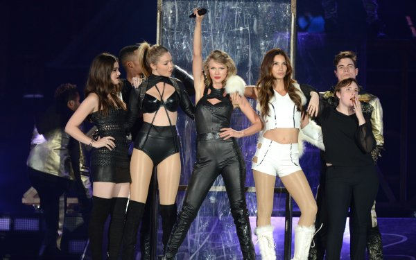 Music Taylor Swift Singers United States American Singer Blonde Lipstick Gigi Hadid Hailee Steinfeld HD Wallpaper | Background Image