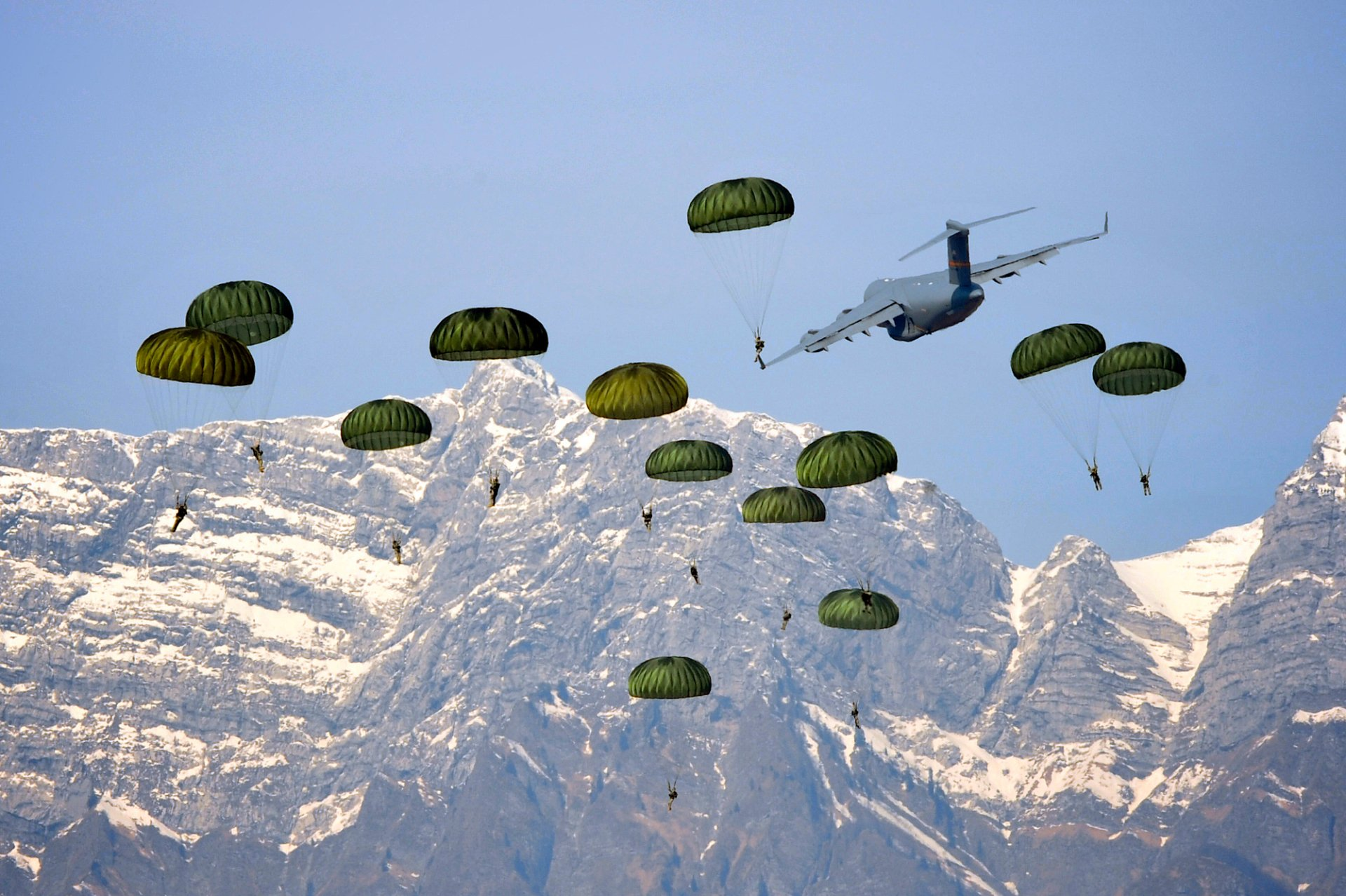 Paratrooper HD Wallpaper | Background Image | 2000x1331 ...