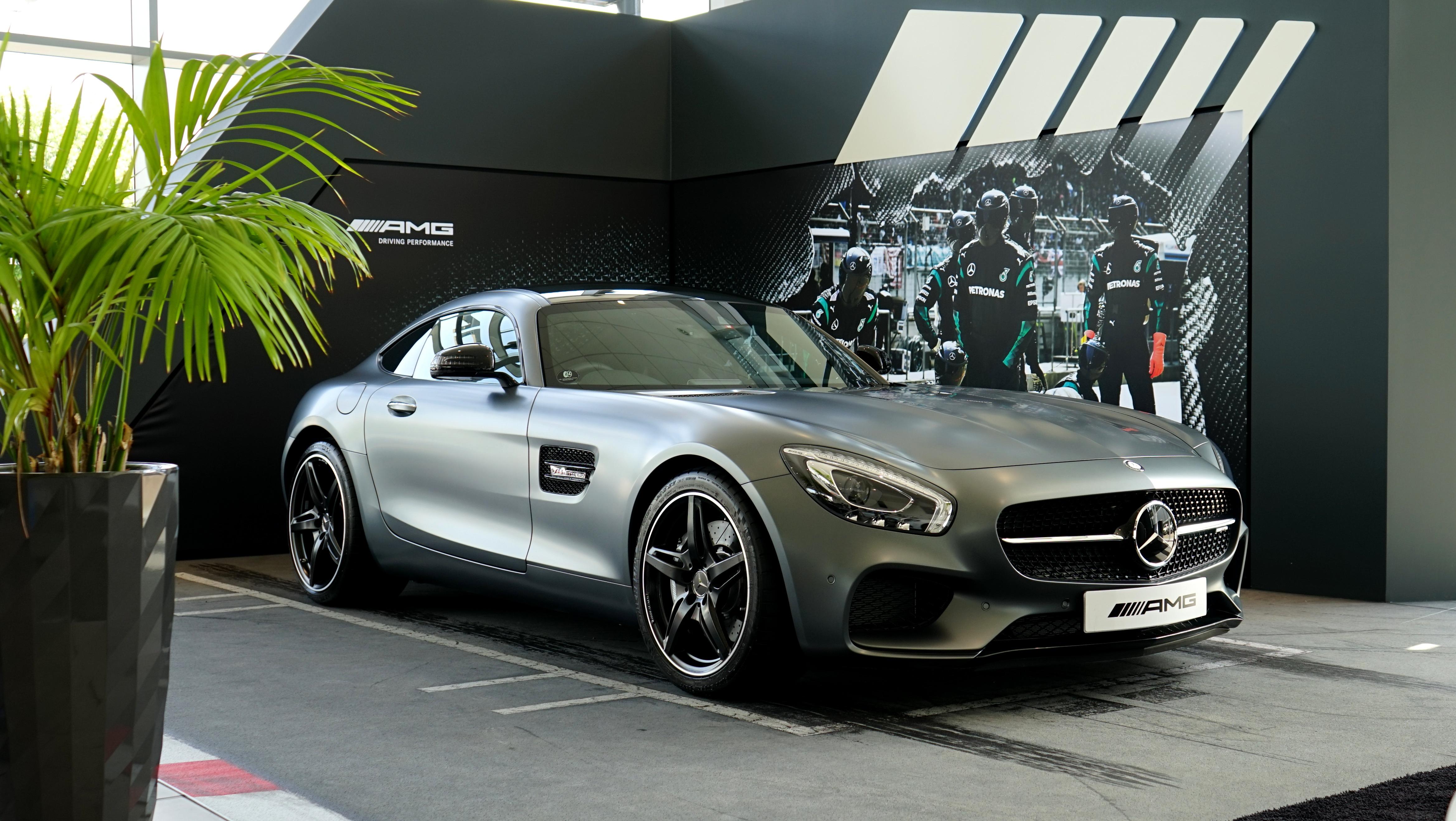 Mercedes benz amg in the showroom 4k ultra hd wallpaper for Showroom mercedes benz