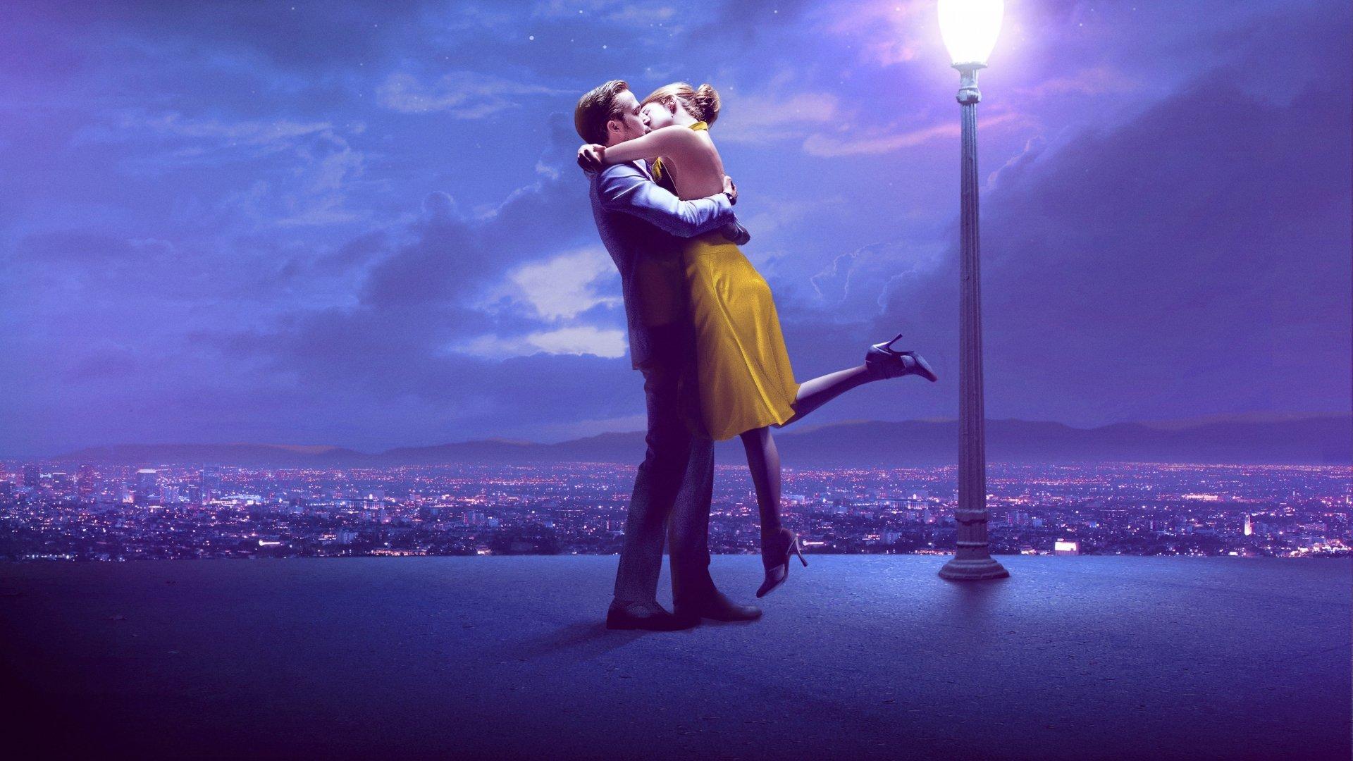 Movie - La La Land  Emma Stone Ryan Gosling Kiss Hug Wallpaper