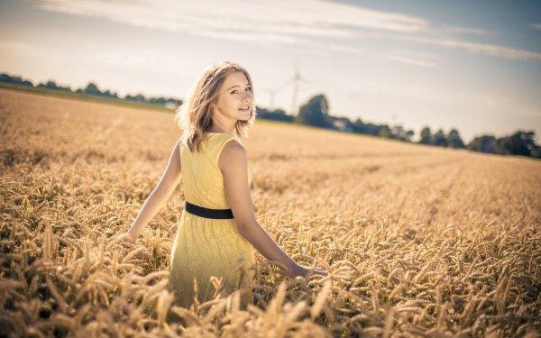 Mujeres Modelo Modelos Woman Chica Rubia Estado de ánimo Campo Depth Of Field Trigo Verano Yellow Dress Fondo de pantalla HD | Fondo de Escritorio