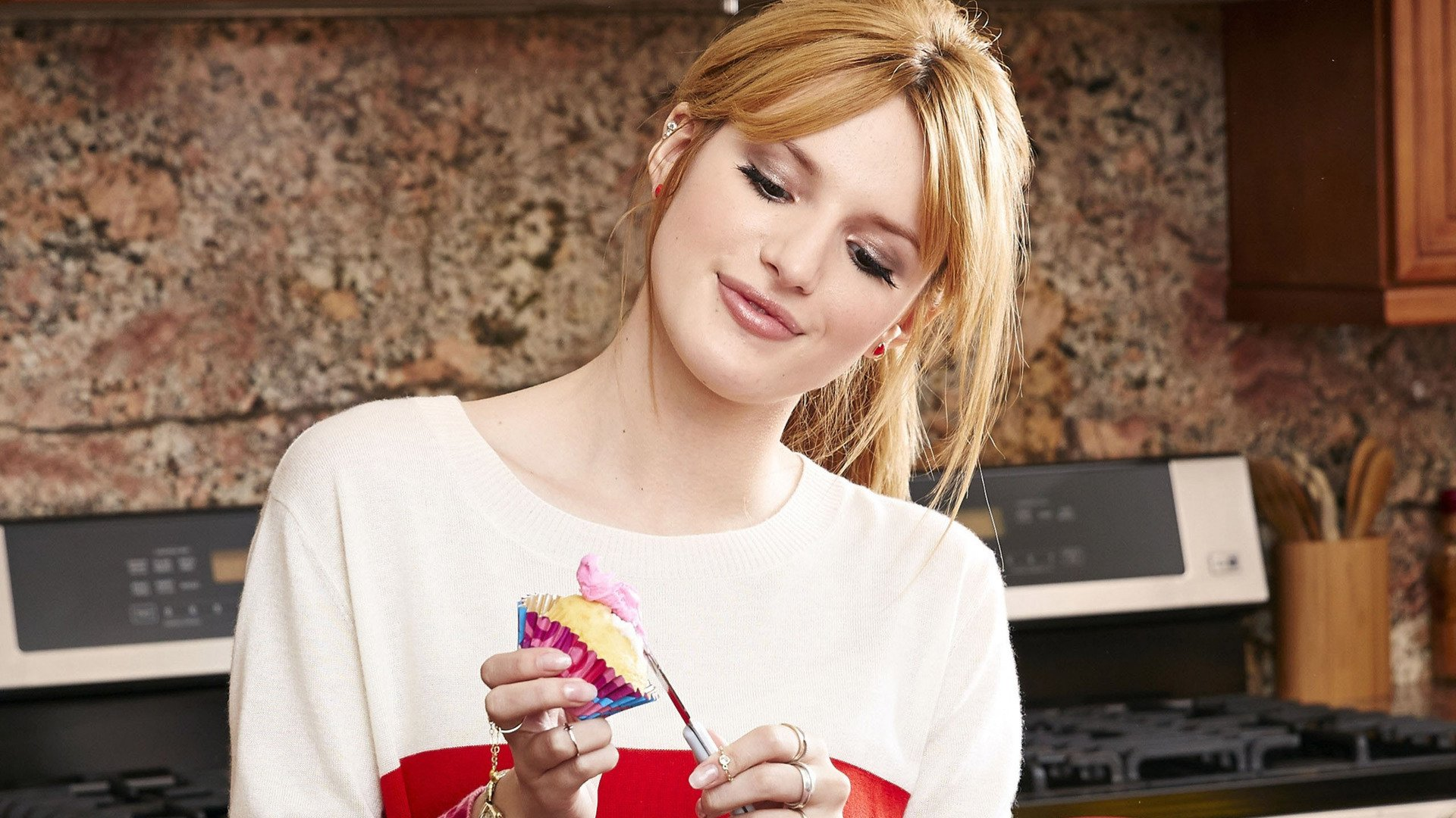 38 bella thorne hd wallpapers | background images - wallpaper abyss