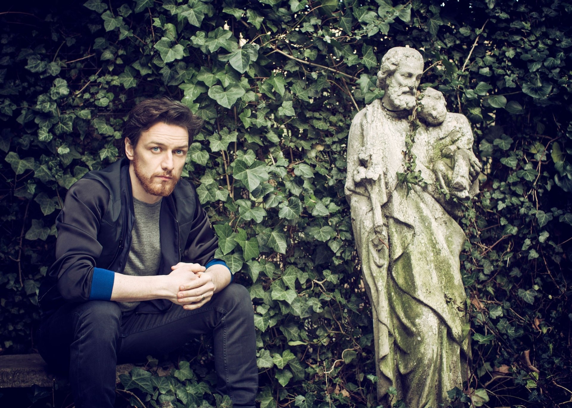 Celebrity - James McAvoy  Actor Scottish Blue Eyes Statue Wallpaper