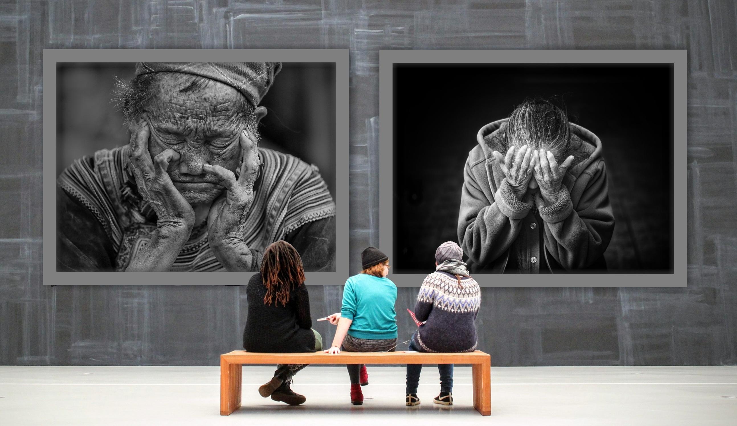 Women Looking at an Art Gallery Exhibition HD Wallpaper