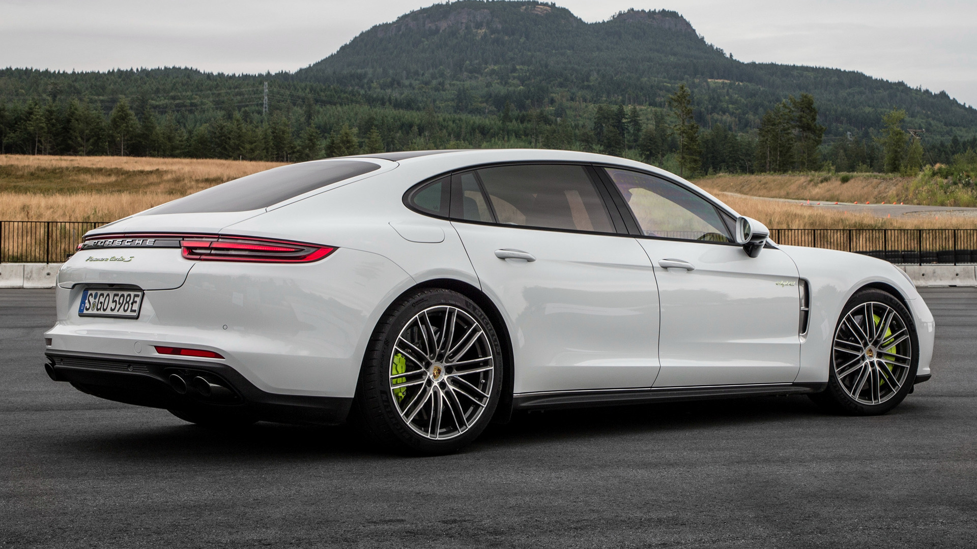 Porsche Panamera Turbo Sedan White Car Wallpapers ID884442